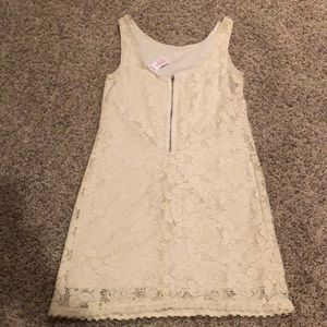 Candie's Dresses - Candies size Small women's EUC lace style dress